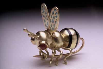 Goldbee (pin)